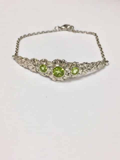 Gerbera And Peridot Bracelet in Sterling Silver